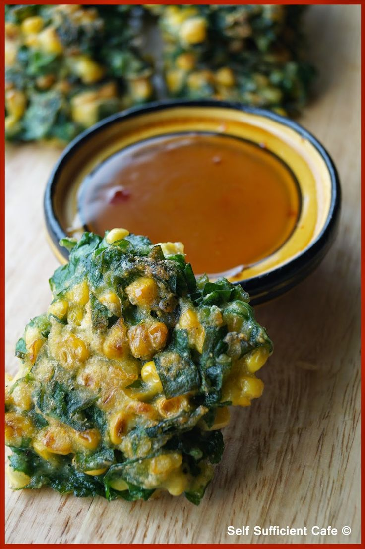 Self Sufficient Cafe: Corn & Spinach Fritters