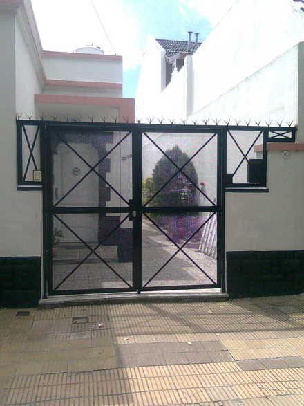 Herreria luis trabajos de herreria en general rejas for Puertas de aluminio buenos aires