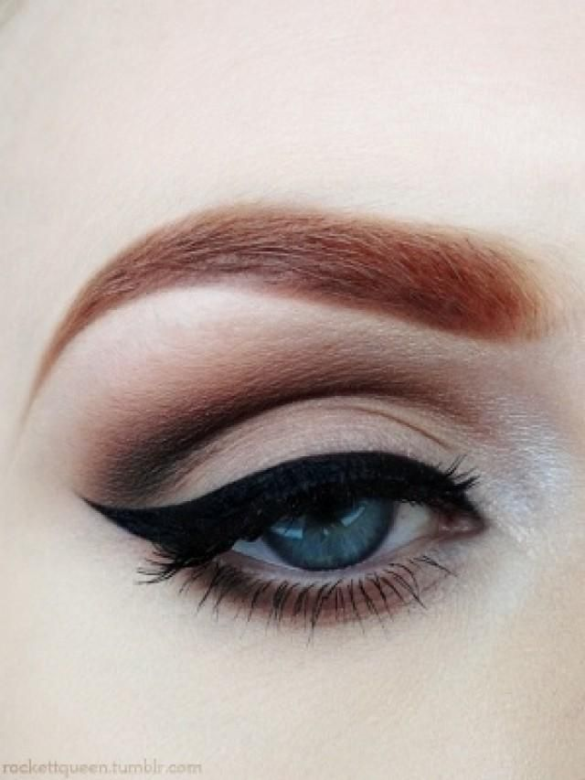 Gorgeus winged eyeliner and purple plum eyeshadow - makeup for blue eyes