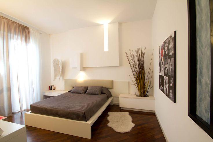Una testata personalizzata #doriarchitetti #letto #bed #bedroom #light #led #lucecalda #tortora #bianco #bamboo #zen #ali #angelocustode #lenzuola #cuscini #copriletto