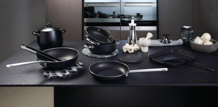 En inox, en fonte, en tôle d'acier, en cuivre, en aluminium ou antiadhésif... Pour quel revêtement opter en achetant une poêle ? Chacun est destiné à un usage précis dans l'art culinaire. Voici nos conseils pour bien choisir vos poêles et leur revêtements.