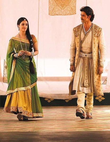 """Aishwarya Rai and Hrithik Roshan.  """"Jodhaa and Akbar"""" movie . indian costume"""