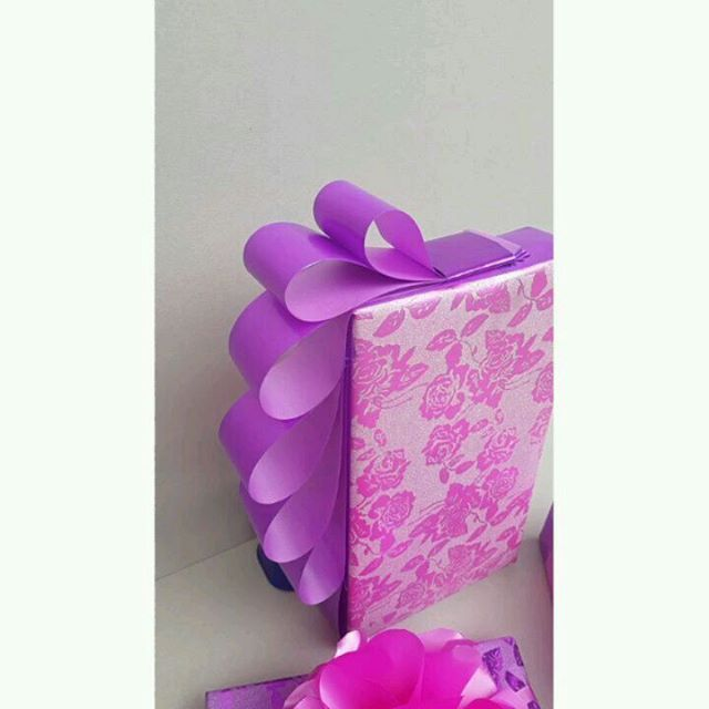 Gift wrapping service for my client @countess_ekwale. Thank you. . 👉 the recipient of the gift is their client's wife's whose  birthday is today and they chose purple and pink to flow with the color theme of the birthday event. . 👉 when wrapping gifts for your clients, always ask them their choice of colours. It's about them , not you. . 👉 if you would like our GIFT WRAPPING SERVICE OR WANT TO LEARN HOW TO WRAP GIFTS CREATIVELY, call 08095965408. Our gift wrapping service is limitless…