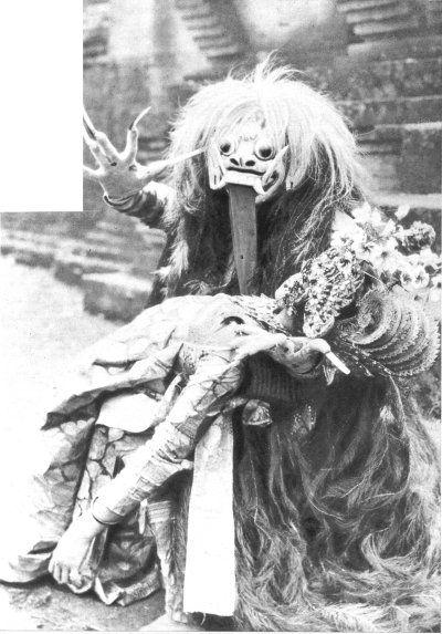 la sorcière Rangda  LE MIROIR DU MONDE, 20 juin 1931