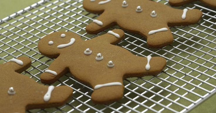 Dicas para manter os biscoitos macios  . Muitas pessoas tentam fazer com que seus biscoitos caseiros fiquem macios, como se tivessem acabado de sair do forno. No entanto, geralmente o resultado são biscoitos secos e duros. Conseguir fazer os biscoitos perfeitos pode ser um pouco complicado, mas se você tiver cuidado, é possível bater a massa consistentemente fornada após fornada para ...