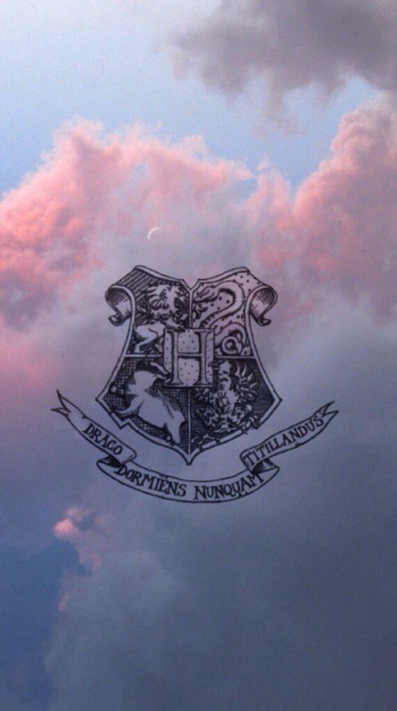 Escudo de Hogwarts                                                                                                                                                                                 Más