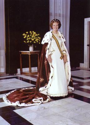 Koningin werd Beatrix op 30 april 1980. Meer weten over onze koning? Lees Duh Koning! https://itunes.apple.com/us/book/duh!-koning/id628102325?mt=11 Ook superhandig voor je spreekbeurt of werkstuk trouwens!