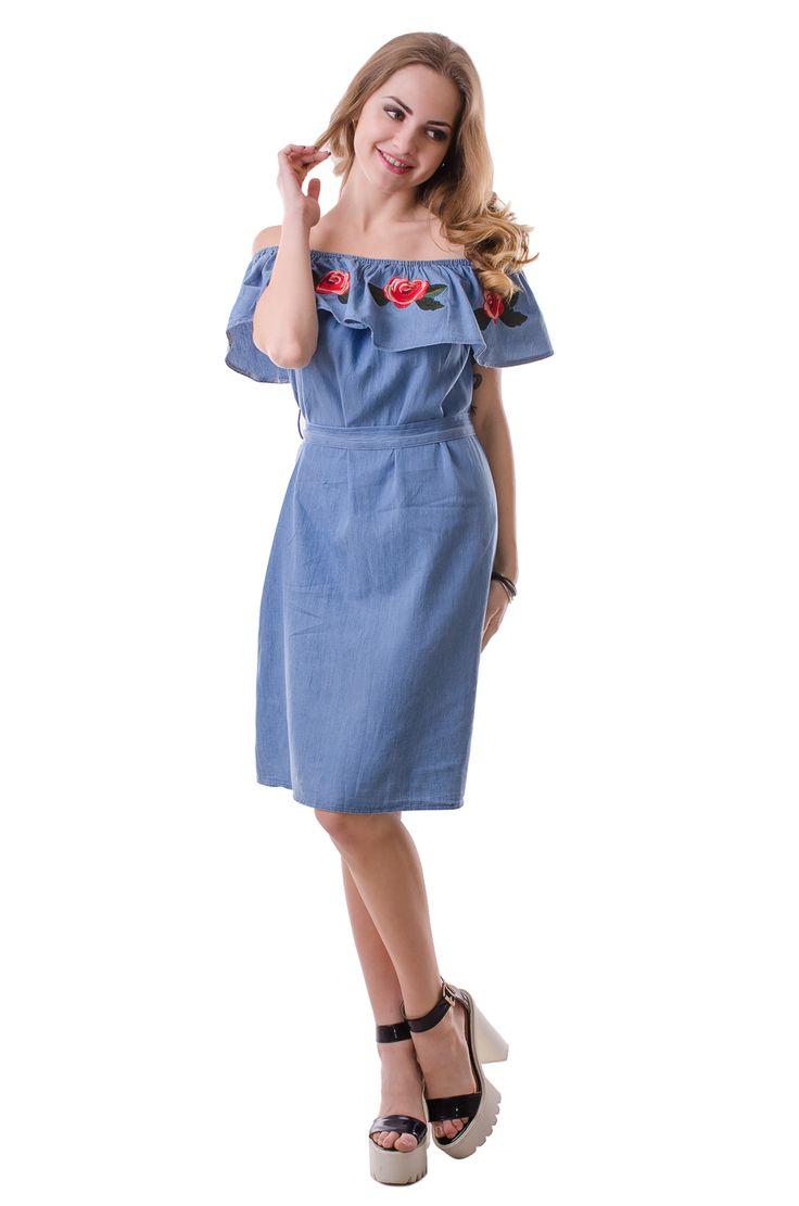 Стильное платье с оборкой Состав ткани: хлопок 100%. Платье представлено в размерах: S, M. Производство: Китай. Оригинальное коротенькое платье с оборкой. Модель выполнена из легкого коттоного материала. Изделие декорировано цветочной вышивкой на оборке. Длина платья до колена. На линии талии расположены шлевки для ремня. Модель представлена в нескольких вариантах расцветок.
