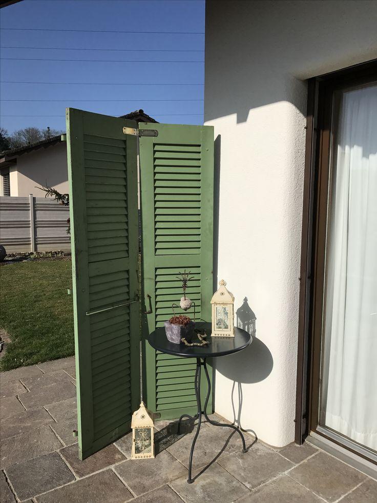 Sichtschutz mit alten Fensterladen