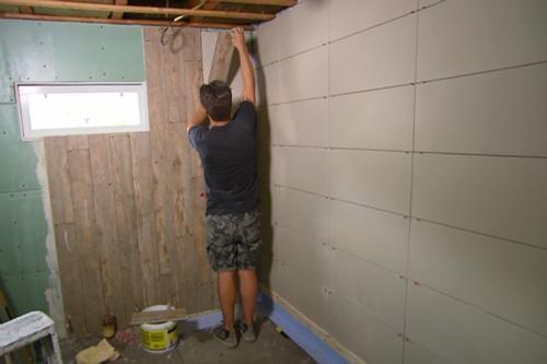 De tegels die thomas gebruikt voor de badkamer in maarssen zijn de vloertegels rustico in de - Hout voor de badkamer ...