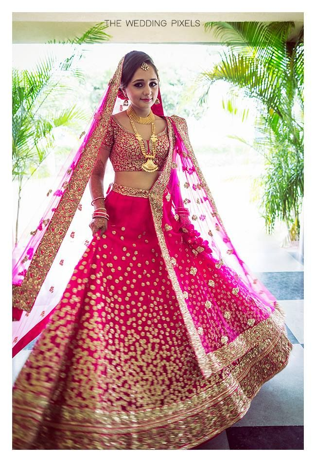 Stunning fuchsia lehenga! Photo by The Wedding Pixels, Thane #weddingnet #wedding #india #indian #indianwedding #ceremony #indianweddingoutfits #outfits #backdrops #prewedding #photographer #photography #inspiration #gorgeous #fabulous #beautiful #jewellery #jewels #details #traditions #accessories #lehenga #lehengacholi #choli #lehengawedding #lehengasaree #saree