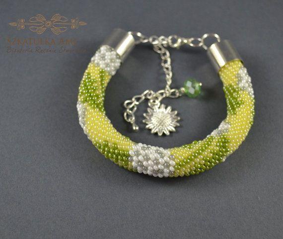 Dandelion Beads bracelet beaded bracelets by SzkatulkaAmiJewelry #DandelionBeadsbracelet, #greenbracelet, #greenbeadsbracelet