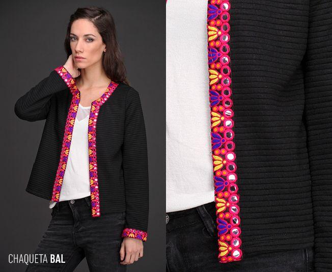 La Chaqueta Bal es sinónimo de elegancia. Realizada en matelasse de punto y con una hermosa y compleja guarda, es una forma excelente de sumar textura y estilo.