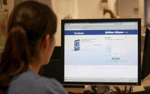 Harcèlement sur internet : Facebook lance son portail de prévention en France Selon la cofondatrice de l'Observatoire international de la violence scolaire 6% des élèves en France disent être victimes de cyberharcèlement.