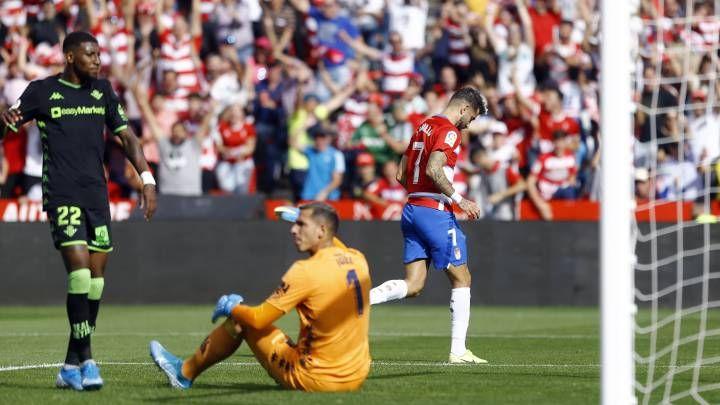 Real Betis Vs Granada La Liga 22 Junio 2020 En 2020 Futbol En Vivo Tarjeta Roja Real Madrid Atletico