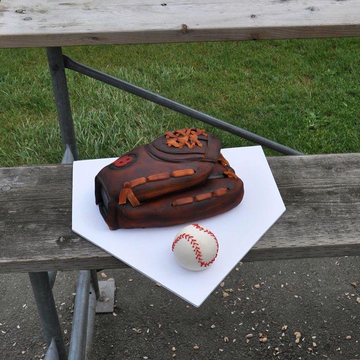 #baseballcake #baseballcakes #surreycustomcakes #surreycakes #customcakessurrey #cakessurrey #vancouvercakes #vancouvercustomcakes #cakesvancouver #customcakesvancouver #sportscake #sportscakes