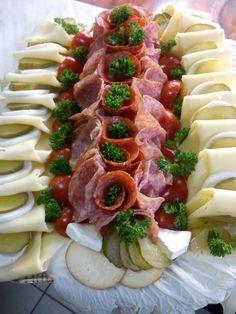 Obložené talíře + jednohubky + řízková mísa :: Večerka - Pastelka