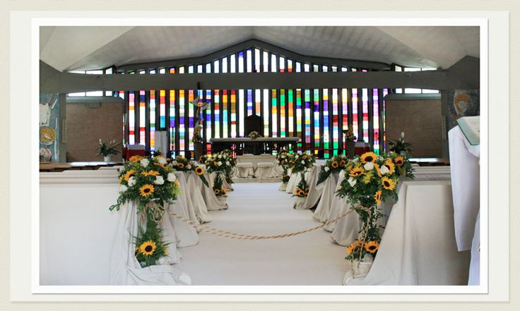Addobbi Chiesa - Classici e Moderni - Per Tutte le Spose! www.laflorealedistefania.it #fioriroma #addobbiroma #matrimonioroma #castelliromani #sposaroma #sposalazio #fiorilazio #girasoli