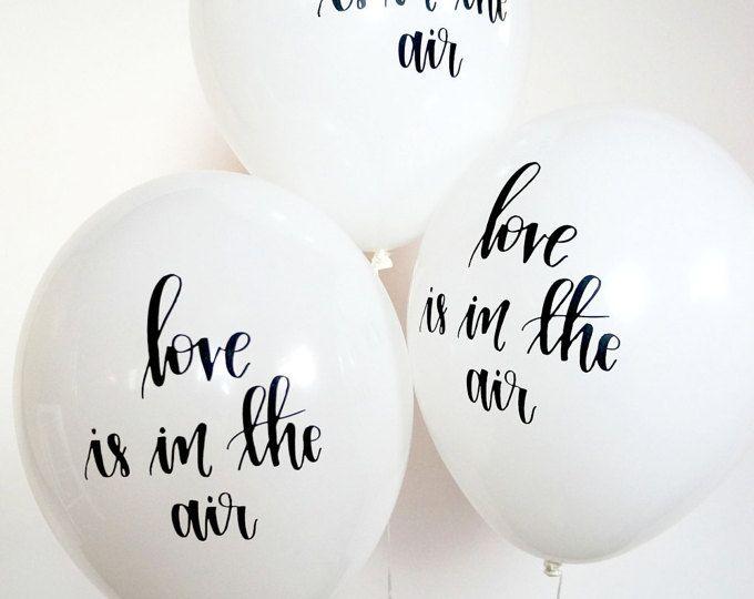 Bouquet de ballons géant magnifique pleine de noir, blanc, marbré et confettis ballons.  Bouquet comprend 18 ballons : 9 ballons solides (11 pouces) ballons en marbre 3 (11 pouces) 3 argent (11 pouces) - ou - or ballons confettis 3 (18 po) Mylar ballons * Ballons bateau dégonflé.  Parfait pour les fêtes, séances de photos et dans le monde, vous voulez faire une déclaration classique.  Profitez de la livraison gratuite ! Veuillez noter : Les temps de production actuelle est de 3-5 jours…