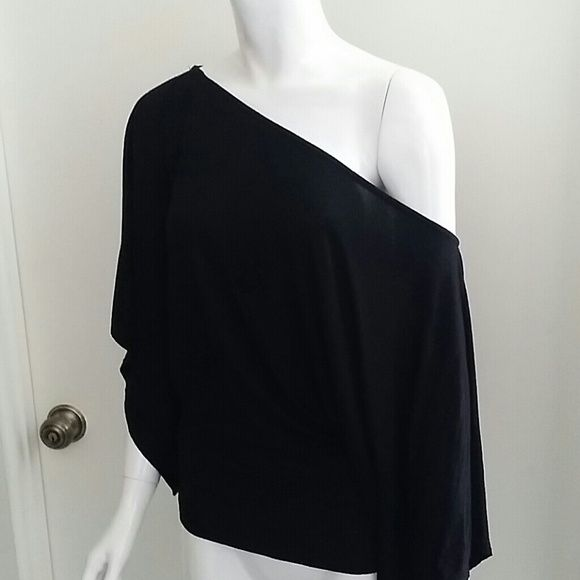 Black batwing top (ON HOLD FOR @yumfolk875) Cute black off-the-shoulder batwing top. Last photo is taken sideways Patty Tops