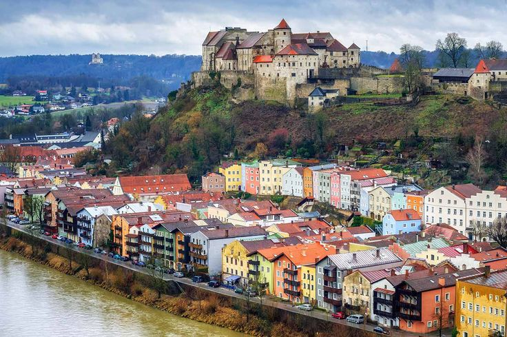Burghausen Castle, Burghausen, Germany // Plan your perfect Trip on www.exploya.com // #exploya  #wanderlust #bucketlist #takemethere #travellife #traveladdict #traveltheworld #travelphotography #travelpics #travelphoto #inspiration #instagood #travelingram #travelgram  #travel #startup #travels  #burghausencastle #burghausen #castle #bavaria #germanytourism #echteinladend #bayern #germany #eurotrip #europe