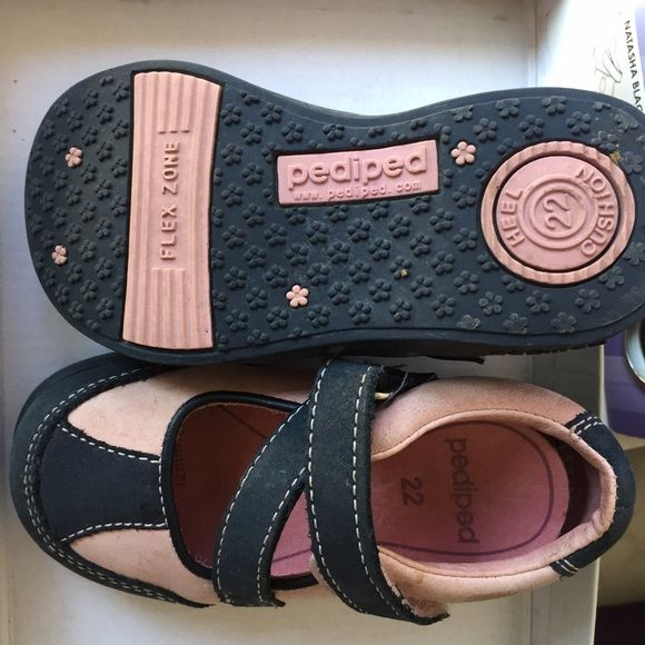 Girls navy and pink suede flex Pediped  shoes This is a girls orthopedic shoe US size 6 in gently worn condition Pediped Shoes Dress Shoes