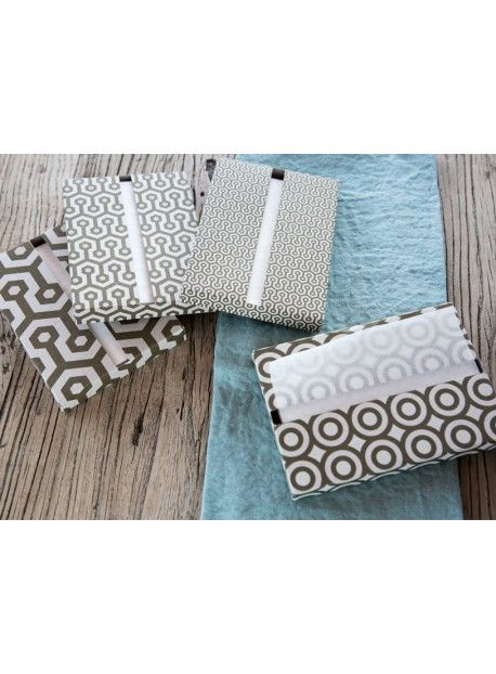 La petite serviette de table shining Napkiss est chic et écologique. Elle a été confectionnée en France avec du chanvre de Manille.