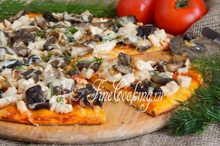 Пицца с курицей и грибами - рецепт с фото