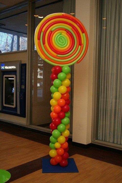 Who wouldn't want a lollipop as HUGE as this?  #lollipop #candy #ballooncolumn #honeywell