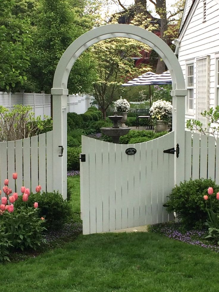 712 best images about gates and fences on pinterest for Garden fence features