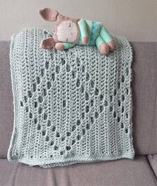 20 Inspiring FREE Filet Crochet Patterns: Filet Crochet Diamond Blanket Free Pattern
