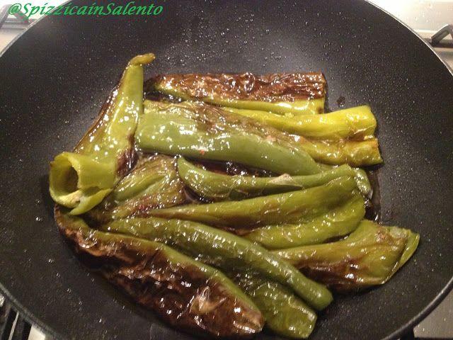 I Friggitelli sono dei peperoni verdi dolci dalla forma allungata (simile ad un cornetto). Ricordi d'infanzia, quando si tornava da un lu...