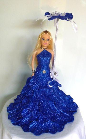 Boneca tipo Barbie com vestido de festa feito em E.V.A  O vestido pode ser feito em qualquer cor.  Temos também outros modelos de vestido.  Confiram em nossos produtos. R$ 78,30