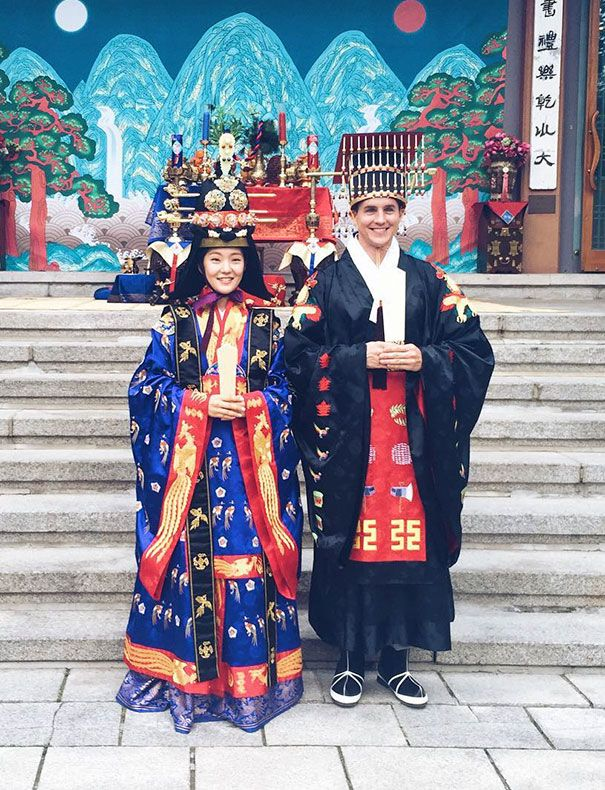 Korean Traditional Royal Wedding Costumes Most weddings in Malaysia are held according to the Muslim tradition. Brides often wear wedding dresses that include colors such as purple, violet, and cream.