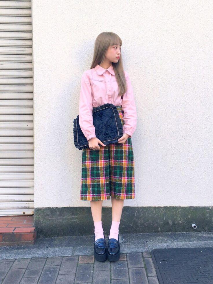 二宮奈々さんの「ピコレースシャツ(merry jenny)」を使ったコーディネート