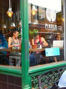 Outside Pikolo Espresso Bar, downtown Montreal. - Photo © Retis.