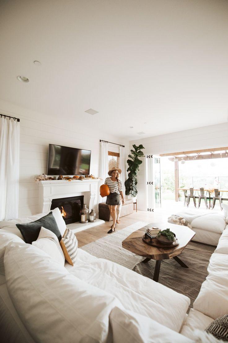 Coastal Farmhouse Living Room Reveal With Arhaus Decoration Interieure Idee De Decoration Decoration