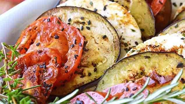 ENSALADA DE BERENJENAS A LA PLANCHA   http://es.pinterest.com/patychronicle/recetas-en-espa%C3%B1ol-recipes-in-spanish/