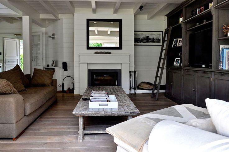 Chemin e classique insert et manteau en bois blanc for Amenagement coin cheminee