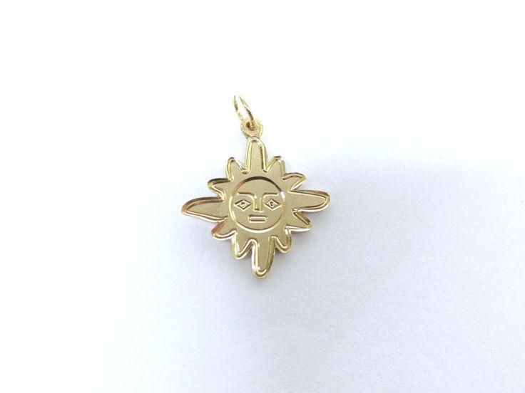 ¿Te gustan los diseños personalizados? Este es un hermoso dije de Sol hecho sobre pedido R903  #duranjoyerosbogota #joyeria #hechoamano #renovamostujoyero #fabricaciondejoyas #oro #joyas #dijes #compracolombiano #hechoenColombia #gold #handmade