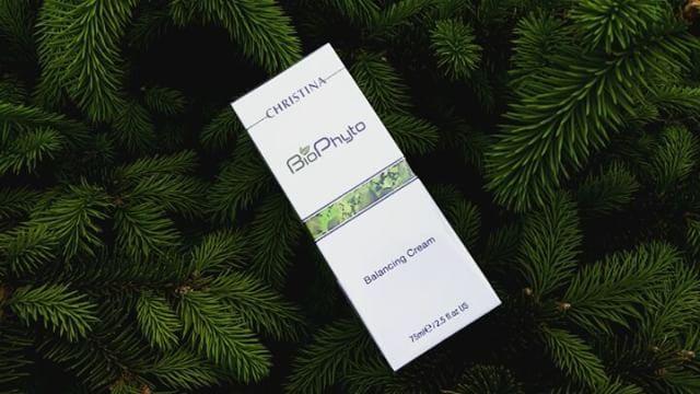 Кристина Bio Phyto Balancing Cream Балансирующий крем 75 мл (Christina, Bio Phyto).�� Балансирующий крем оказывает комплексное воздействие, одновременно и увлажняя кожу��, и нормализуя выработку кожного себума. ��Таким образом, кожа получает оптимальное увлажнение, и уменьшается жирный блеск. �� Результат: свежая, матовая и увлажненная кожа. �� Предназначен для кожи с признакмми жирной себореи. Так же подойдет и для чувствительной, раздраженной кожи АКТИВНЫЕ КОМПОНЕНТЫ: ��Деионизированная…