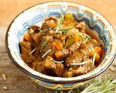 Daube de bœuf aux carottes, olives et vin blanc
