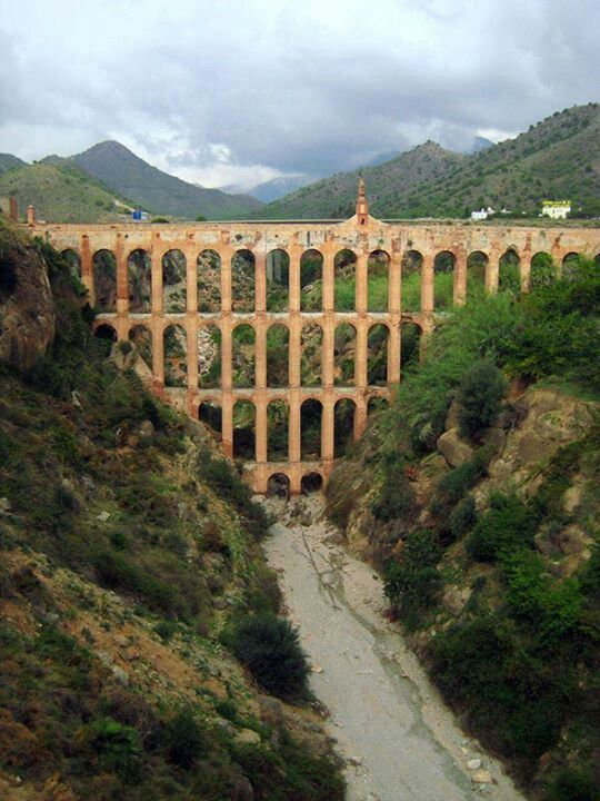 Das Aquädukt bei #Nerja. http://www.ferienwohnungen-spanien.de/Nerja/artikel/nerja-perle-an-der-costa-del-sol