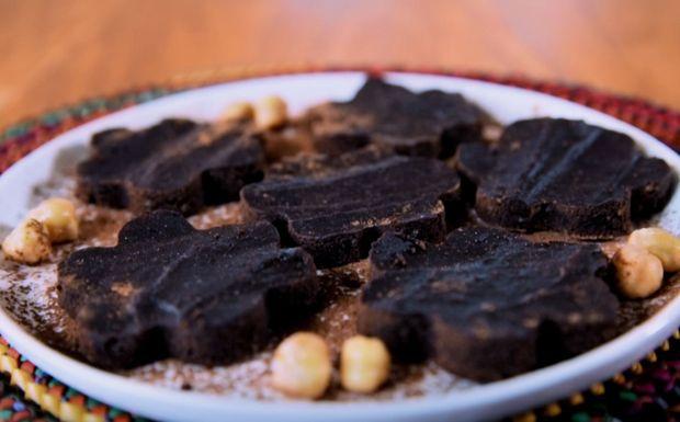 Brownie de grão-de-bico e cacau: receita da Bela Gil. Sobremesa rica em proteína.
