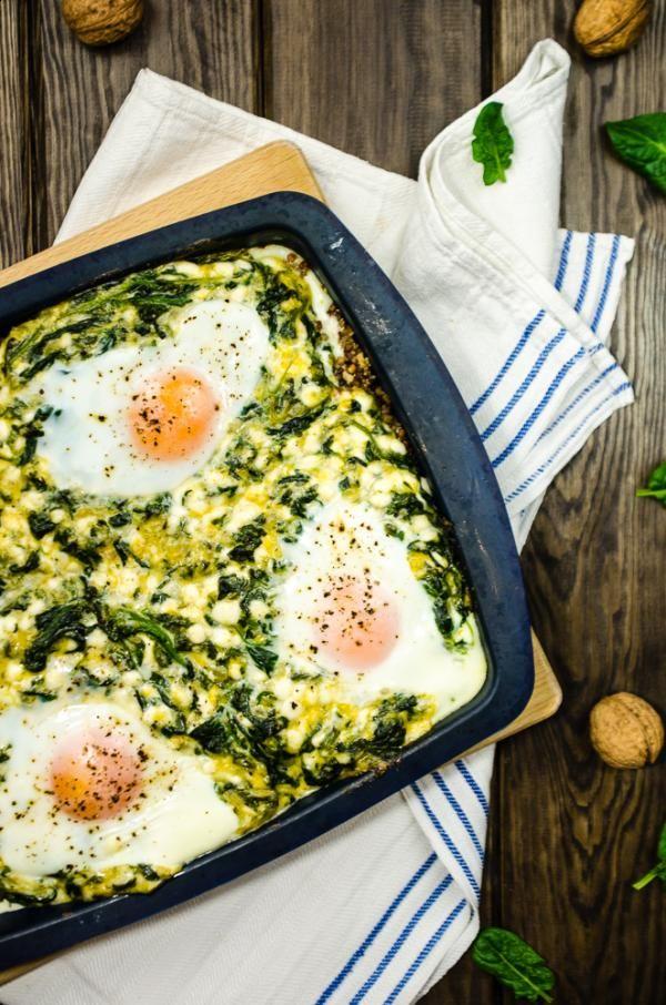 Zapiekanka z kaszą gryczaną, szpinakiem i jajkiem
