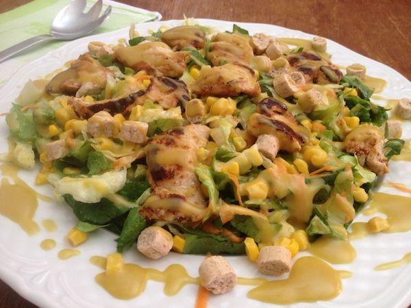 Σαλάτα πράσινη με κοτόπουλο και σως με μουστάρδα Dijon
