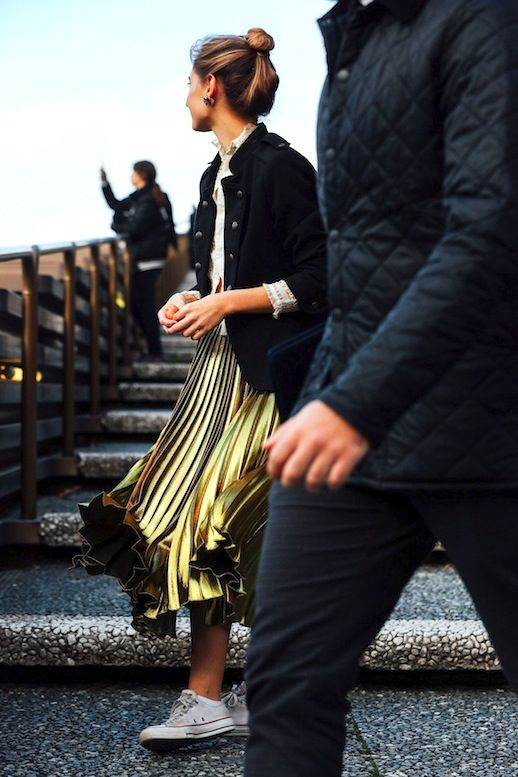 Street Style: A Sporty Chic Way To Wear A Gold Pleated Skirt (Le Fashion)