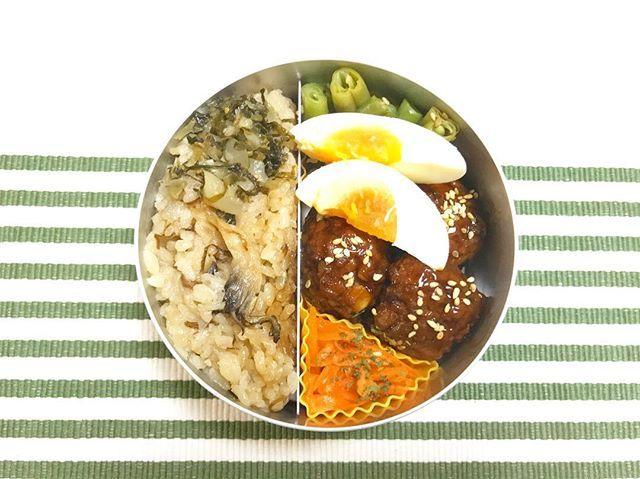 お弁当😋🍙 * * ・山菜とキノコの炊き込みご飯 ・さやいんげんの胡麻和え ・キャロットラペ ・大根の漬け物 ・肉だんご ・茹で卵 * * 雨降りの土曜日☔️🌀寒くて長袖でなければ行動 出来ないレベルの日😵💨 毎度眠すぎる😪💤土曜日だけ朝出勤はツラいです💦 1日がんばろう〜🙌🏻✨ * * #ランチ #お弁当 #料理 #アルミ弁当 #おはよう  #lunch #cooking #yummy #photo #instadaily  #instagood #recipe #goodmorning #living
