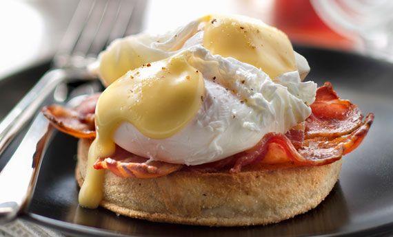 Le uova alla benedict sono una classica ricetta degli squisiti brunch a stelle e strisce. In America infatti, nelle ricche colazioni, oltre a pancakes e uova strapazzate, non potranno mancare le morbide uova alla benedict ricoperte di una sinuosa e vellutata salsa olandese. Le ricette con le uova sono davvero infinite e con un po' di  … Continued