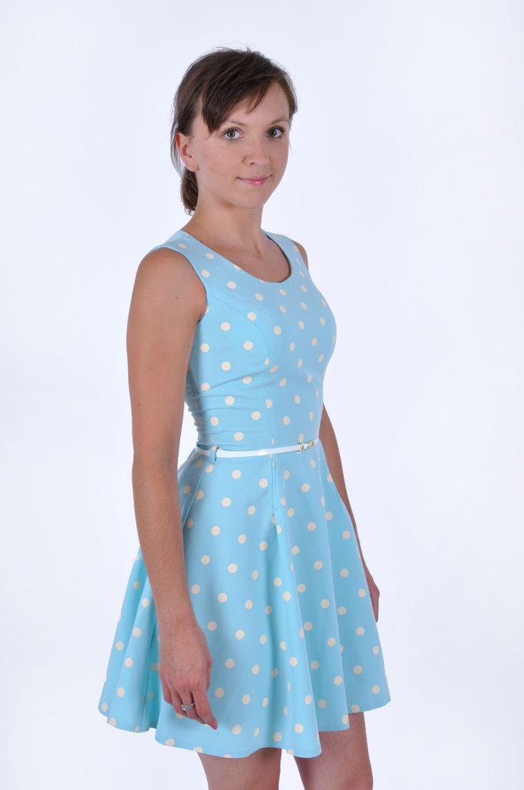Sukienka błękitna w grochy